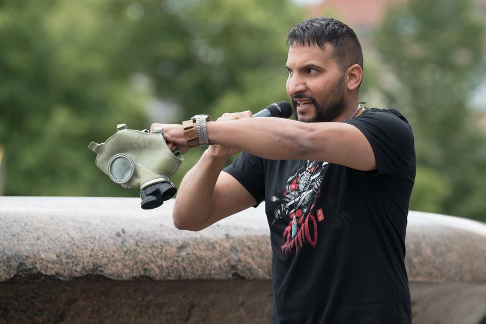 Attila Hildmann beschäftigt weiter die Polizei: Nach einer Demo am Samstag gingen erneut Anzeigen ein.