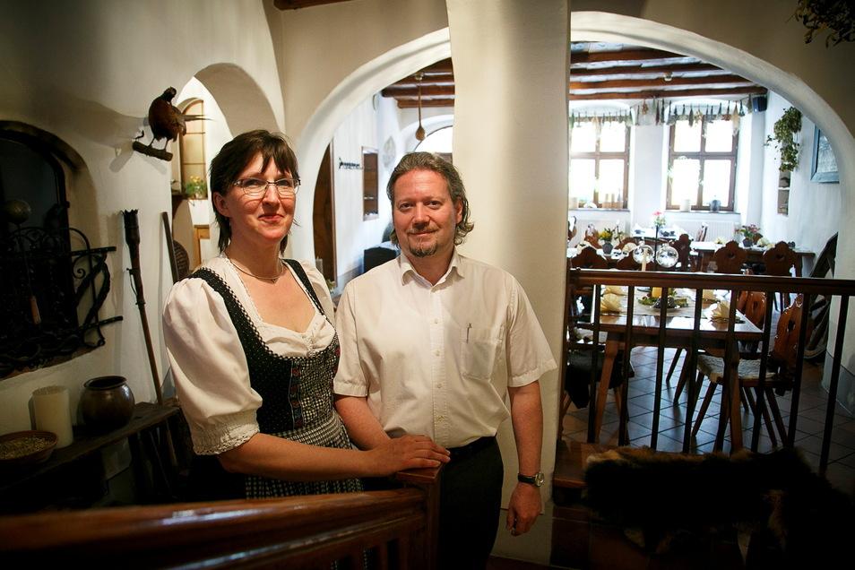 """Michael Hoffmann und seine Frau betreiben Hotel und Gasthof """"Dreibeiniger Hund"""" in der Büttnerstraße in Görlitz."""
