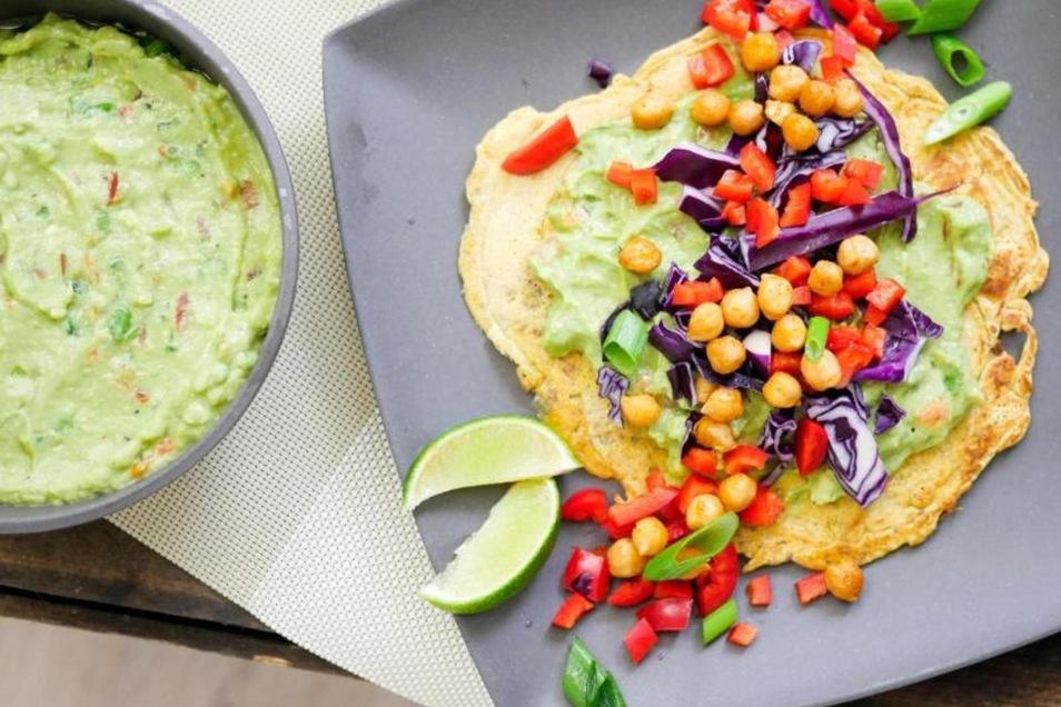 Tortillas lassen sich auch aus Kichererbsenmehl backen - schön proteinreich und obendrein noch glutenfrei. Foto: Steffi Sinzenich