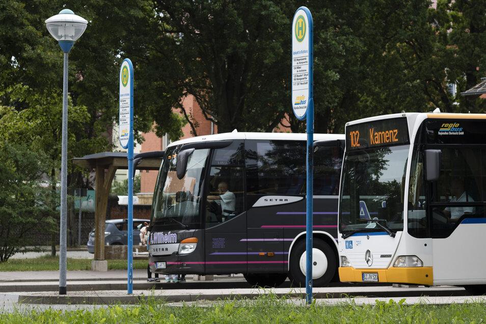 Am Bautzener Busbahnhof können Fahrgäste wieder ein- und aussteigen. Aufgrund einer Baustelle mussten sie bisher auf Ersatz-Haltestellen ausweichen.