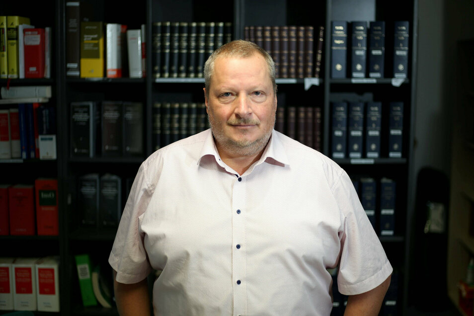 Sebastian Matthieu ist seit über 30 Jahren Staatsanwalt und heute Oberstaatsanwalt in Görlitz. Sein Hauptgebiet: Kapitalverbrechen und Todesermittlungen im Kreis Görlitz.