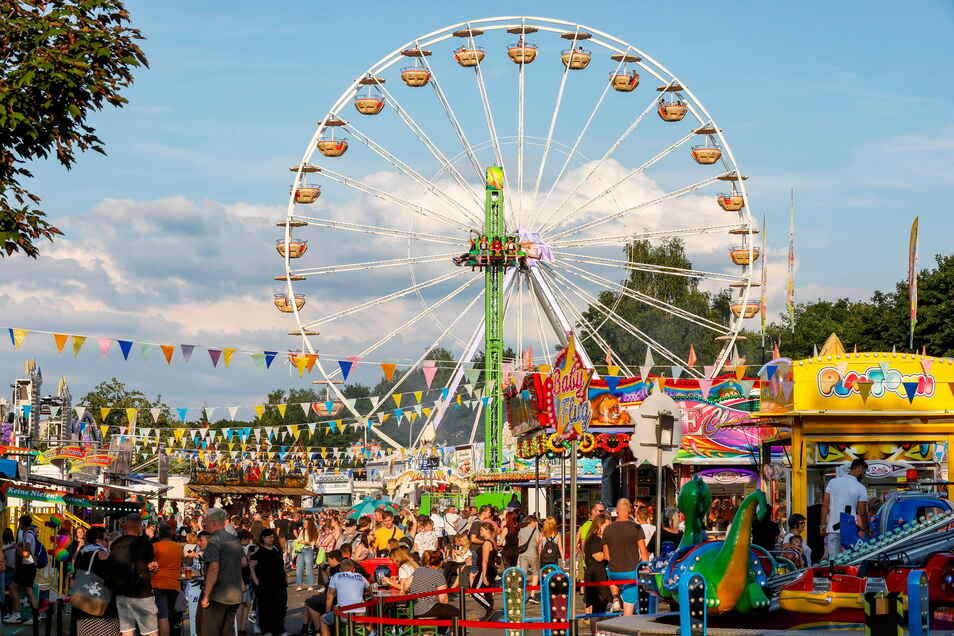"""Hunderte kamen am Wochenende zum """"Sommer in der Stadt"""" nach Zittau und besuchten unter anderem den Rummel auf dem Festplatz an der Brückenstraße."""