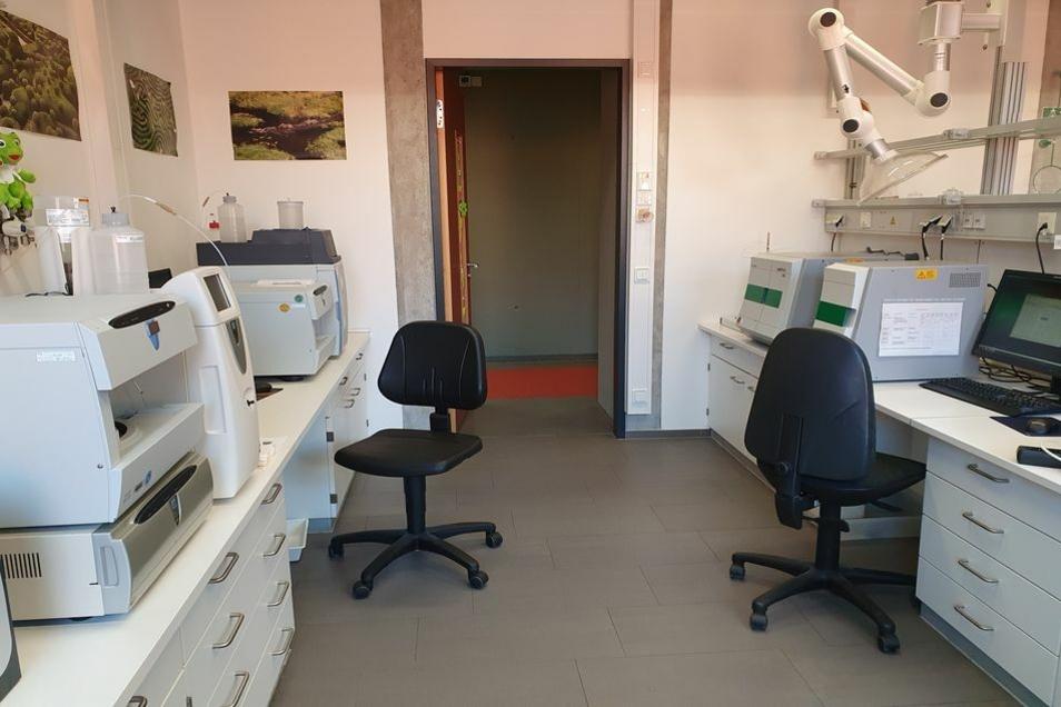 Im Messraum kann die Arbeit auch mal bequem im Sitzen verrichtet werden