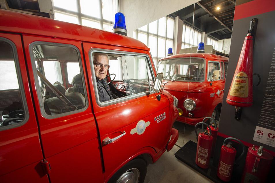 Dieser rote Barkas steht im Feuerwehr-Museum Borna-Gersdorf, das zwar schon seit Mai fertig ist, aber noch nicht besucht werden kann.