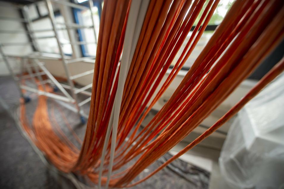 Damit das Internet künftig noch mehr und besser genutzt werden kann, werden komplett neue Kabel eingezogen