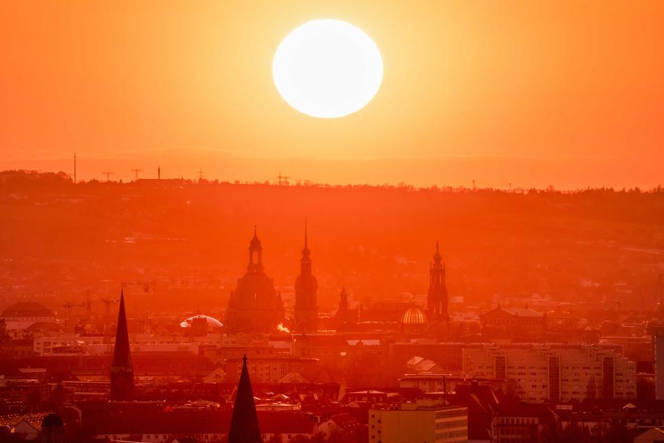 Auch in den kommenden Tagen bleibt es mit Temperaturen von bis zu 35 Grad hochsommerlich in Sachsen.