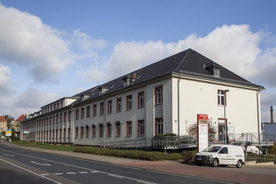 Das Bürohaus an der Hüttenstraße gehört der Stadt Freital und soll kostspielig umgebaut werden.