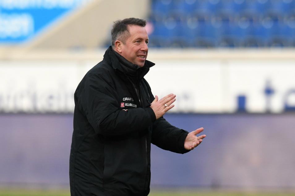 Trainer Markus Kauczinski darf seinem Team applaudieren.