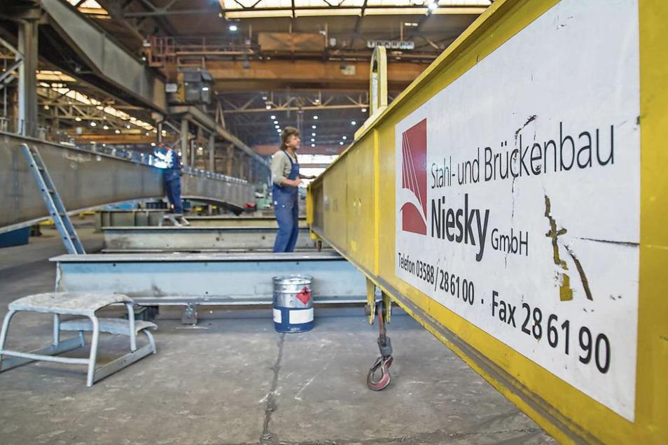 Quo vadis Stahlbau Niesky? Nachdem der Betrieb in der vergangenen Woche die Insolvenz bekanntgegeben hat, herrscht in der Belegschaft Hoffnung auf einen Neuanfang. Es gibt allerdings auch kritische Stimmen.
