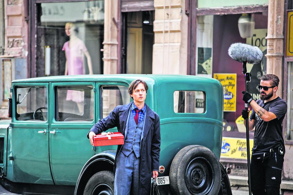 """Am Donnerstag wurde auf der Berliner Straße für """"Fabian"""" gedreht, der von Tom Schilling (großes Bild) verkörpert wird."""
