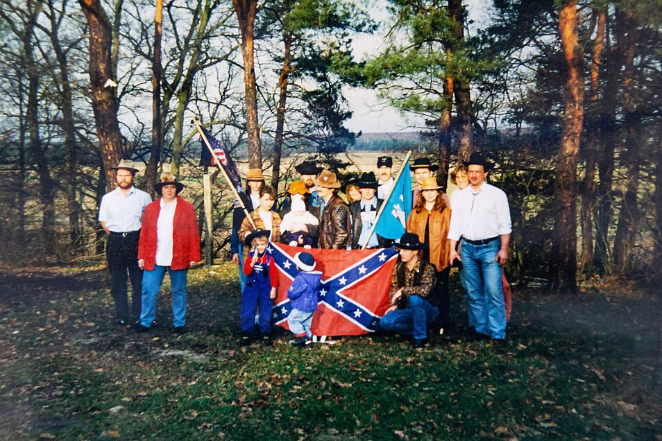 """Das ist das erste Foto der """"Cowboyhüte vom Kubitzberg"""" nach der Vereinsgründung – aufgenommen natürlich auf dem Kubitzberg in Schwarzkollm."""