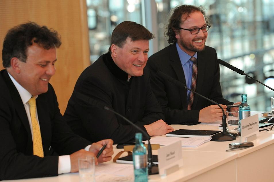 Als in Dresden noch alles bestens war: Orchesterdirektor Jan Nast (l.) mit Staatskapellen-Chefdirigent Christian Thielemann (M.) und Dramaturg Tobias Niederschlag.