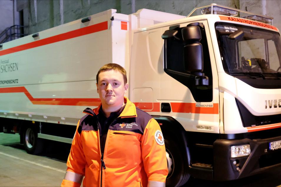 DRK-Kreisgeschäftsführer Christoph Ruppert steht vor dem neuen Fahrzeug des Katastrophenschutz-Einsatzzuges. Der Zwölf-Tonnen-Lkw ist so ausgestattet, dass bis zu 150 Personen mit kaltem oder warmem Essen versorgt werden können.