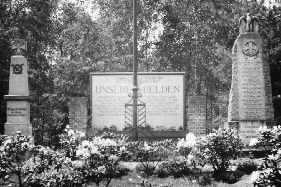 Zwischen Oststraße und Friedhof wurde 1938 eine Anlage mit den aus dem Dorf Laubusch umgesetzten Denkmälern des Krieges 1870/71 und des 1. Weltkrieges eingeweiht.