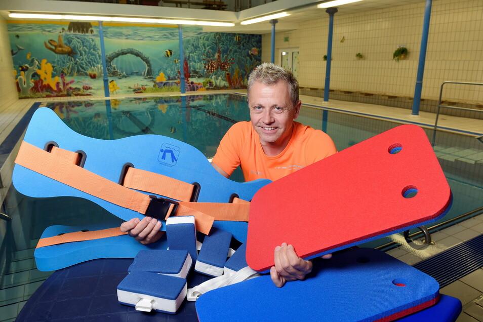 Im Roßweiner Hallenbad haben die Schwimmkurse wieder begonnen. Wie Badleiter Jens Göhler informiert, gibt es eine lange Warteliste, die jetzt zügig abgearbeitet werden soll.