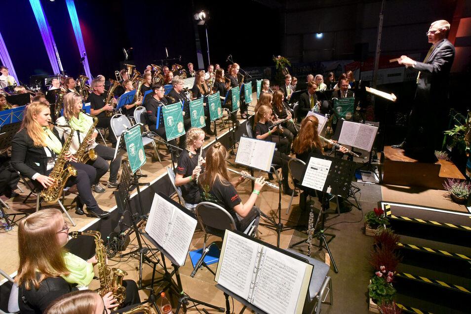 Ihren 50. Geburtstag feierten die Löbauer-Berg-Musikanten mit einem großen Konzert in der Löbauer Messehalle.