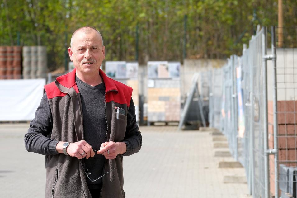 Torsten Melzer, Inhaber Toom-Baumarktes in Meißen- Bohnitzsch, freut sich, dass ab Montag wieder private Kunden zu ihn einkaufen kommen dürfen. Zugleich hofft er, dass nicht alle auf einmal kommen.