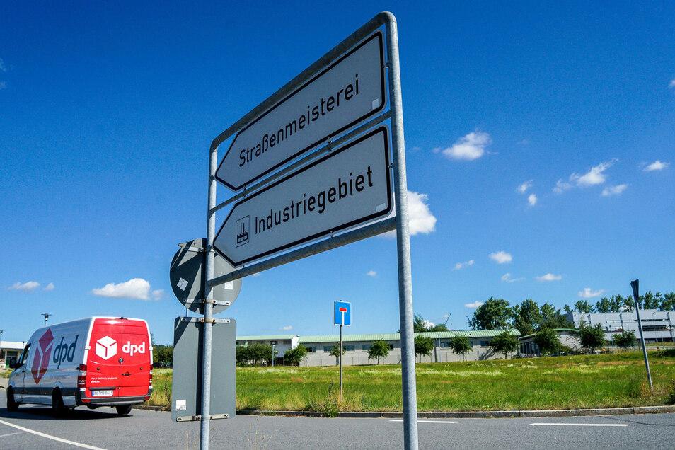 Zufahrt zum Gewerbe- und Industriegebiet an der Bautzener Straße in Bischofswerda. Hier könnte ein millionenschwerer Neubau für die Landesuntersuchungsanstalt entstehen.