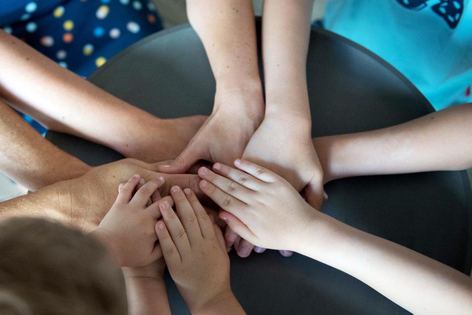 Hilfsbereitschaft und Zusammengehörigkeitsgefühl sind in der Corona-Krise gestiegen.