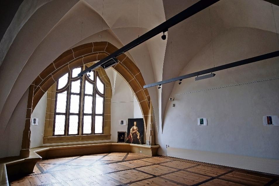 Hier in einem Raum im Erdgeschoss der Burg, welcher heute für Sonderausstellungen genutzt wird, war während des Krieges die Sixtinische Madonna von Raffael  versteckt.