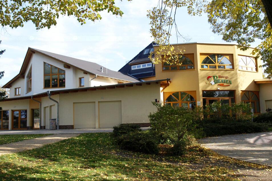 Die Kita in Bad Muskau wurde mit Übernahme durch die Stadt, die auch Schulden des insolventen Vorgängers und alle Baukosten per Kredit übernahm, fertig saniert.