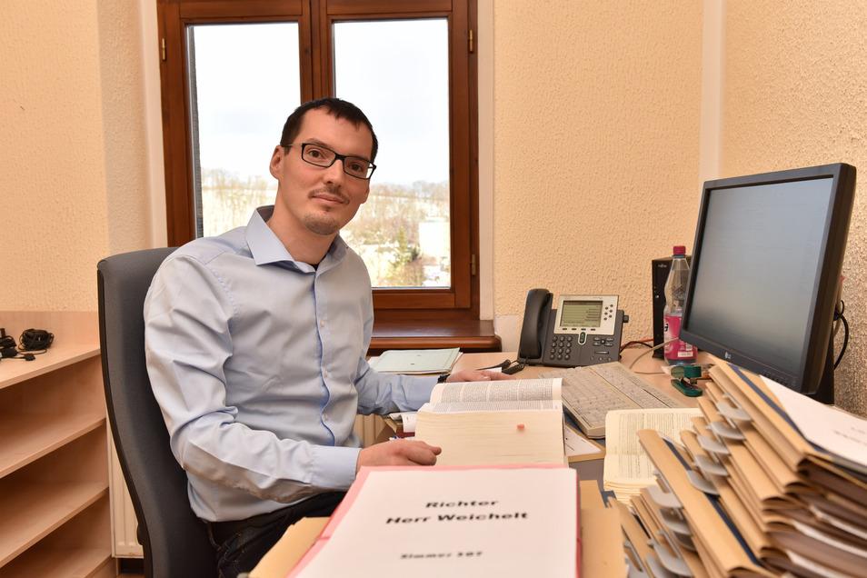 Richter Florian Weichelt ist in Dippoldiswalde für Zivil- und Nachlasssachen zuständig. Dabei hatte er jetzt einen spannenden Fall.