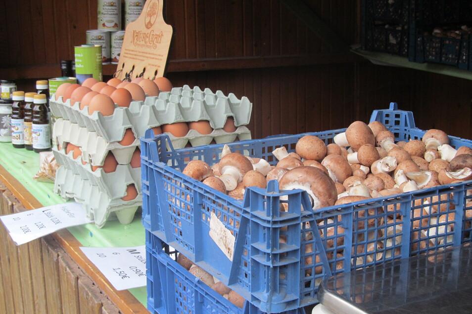 Am stand der Familie Büttner aus Blankenstein gibt es viele frische Produkte zu entdecken.