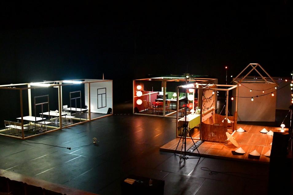 """Die Bühne von """"Home Away From Home"""" im Festspielhaus Hellerau - zu erleben im Stream. Foto: Peter R. Fiebig"""