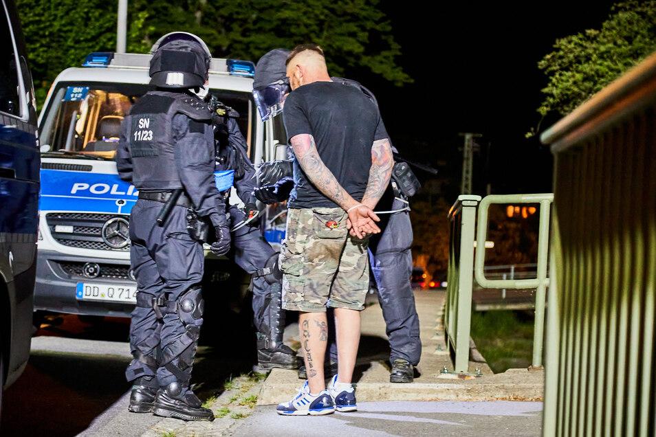 Die Polizei nahm etliche Partygäste vorübergehend fest.