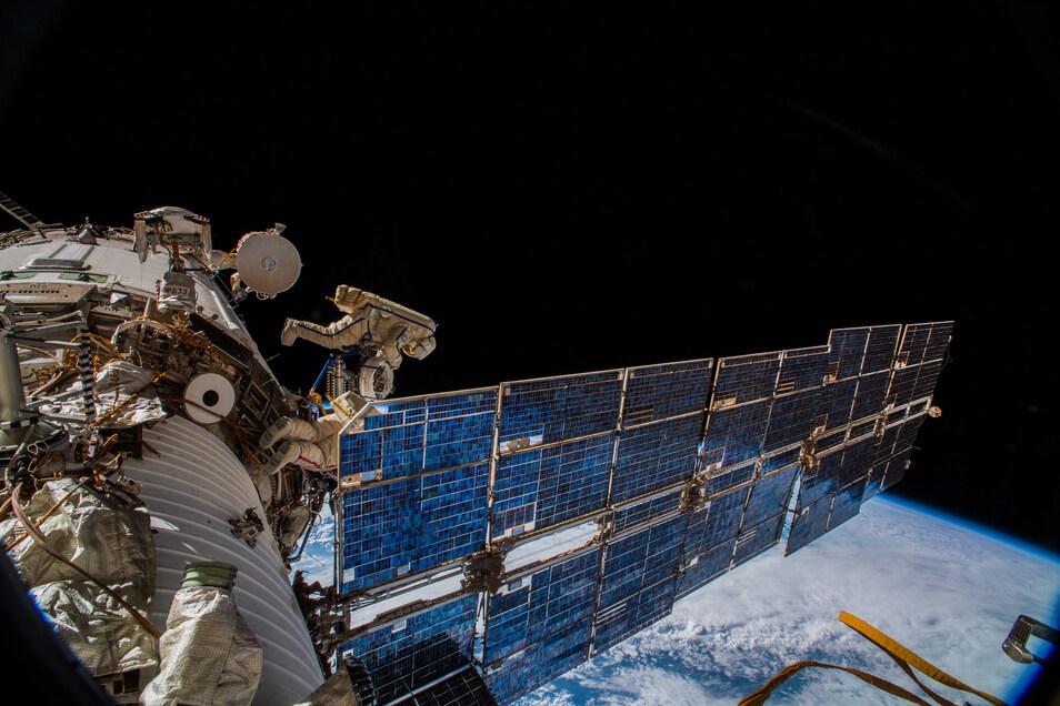 Eine im August installierte Antenne an der ISS fängt die Daten ein.