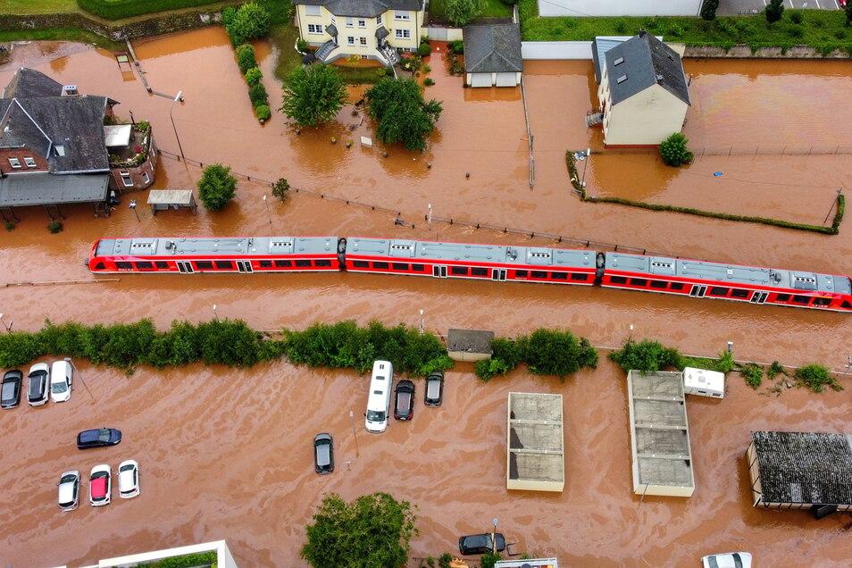 Kordel in Rheinland-Pfalz wurde vom Hochwasser der Kyll uberflutet.