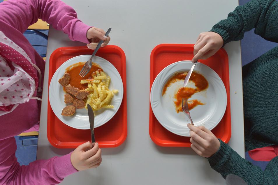 Bei einer Erstklässlerin in Heidenau blieb der Teller in ihrer ersten Schulwoche leer bzw. die Teller waren leer.