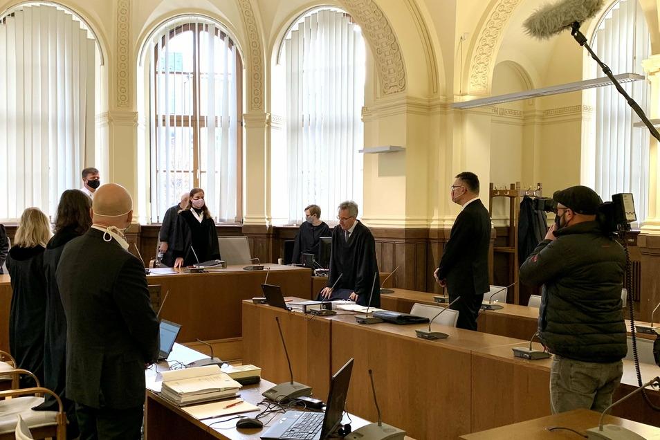 Der frühere Strombörse-Manager Thomas Pilgram (re.) muss sich vor dem Landgericht Leipzig verantworten. Ihm wird vorgeworfen, an einem groß angelegten Umsatzsteuerbetrug beteiligt gewesen zu sein.