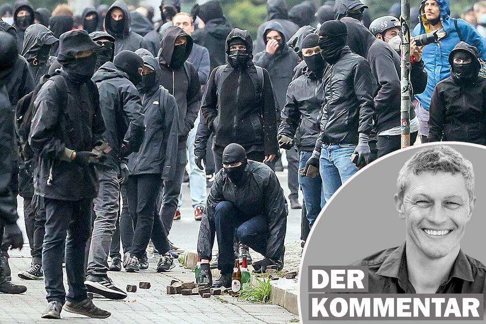 """Linke Demonstranten sammeln Steine während Ausschreitungen nach einer Demo. Für die Demo hatte das Kampagnenbündnis """"Wir sind alle Linx"""" bundesweit mobilisiert."""