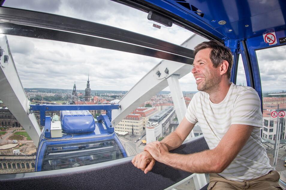SZ-Redakteur Henry Berndt testete das Riesenrad am Donnerstag.