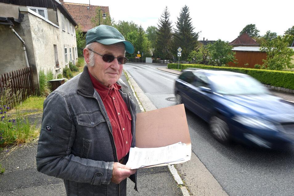 An dieser Stelle an der Zittauer Straße in Hörnitz parkte Arnd-Peter Hennig sein Auto auf dem Fußweg.