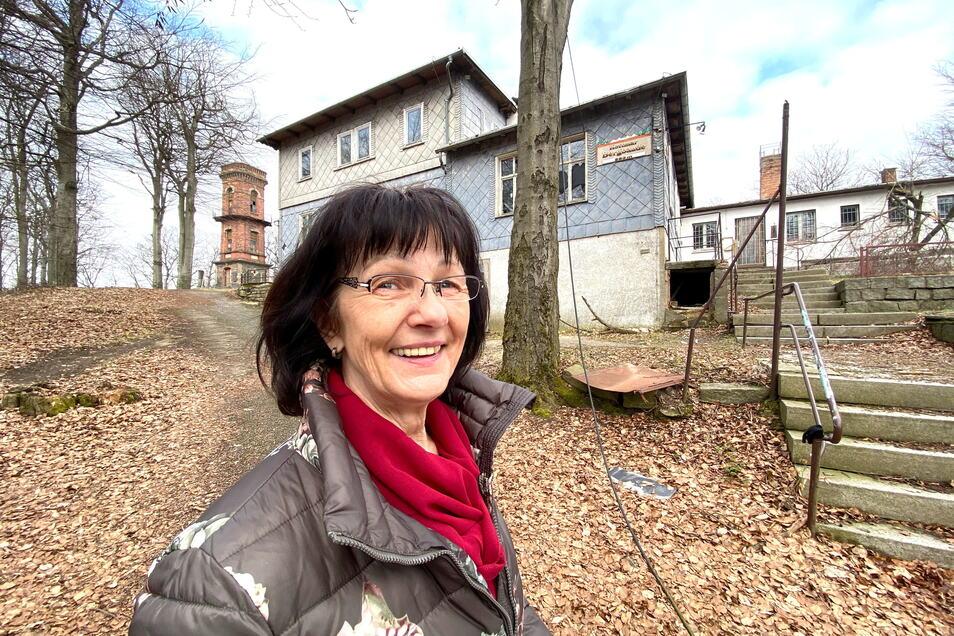 Barbara Engemann erinnert sich an fröhliche Zeiten in der Kottmarbaude. Sie hat ihre ganze Kindheit hier verbracht. Der heutige Zustand stimmt sie allerdings traurig.