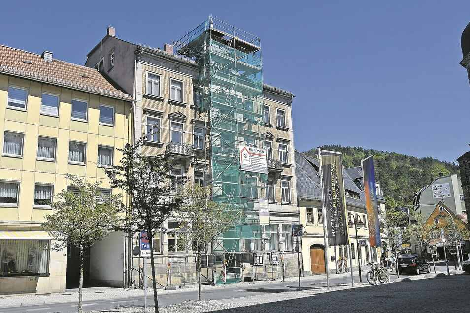 Das Haus am Markt 4 in Bad Schandau bleibt vorerst im Eigentum der Stadt.