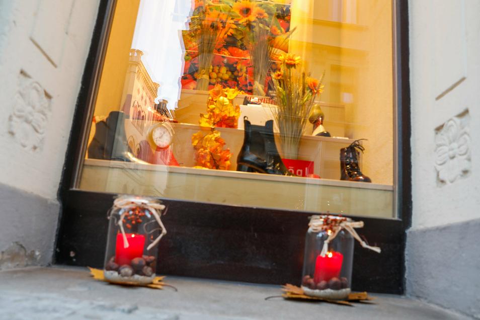 Das Schuhhaus Kellner war eines der wenigen Geschäfte, das schon ein bisschen weihnachtlich geschmückt hatte.