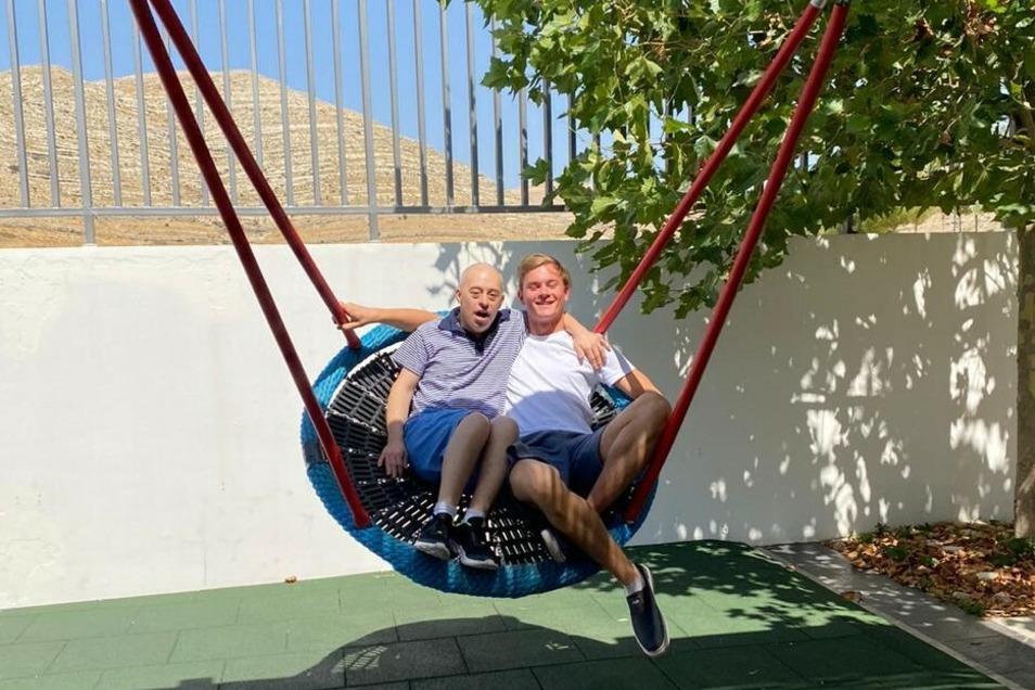 Insgesamt kümmern sich acht Junge Malteser um geistig behinderte Menschen in Beirut und sind in Camps eins zu eins für sie da. An so viel Zuwendung ist ohne sie nicht zu denken.