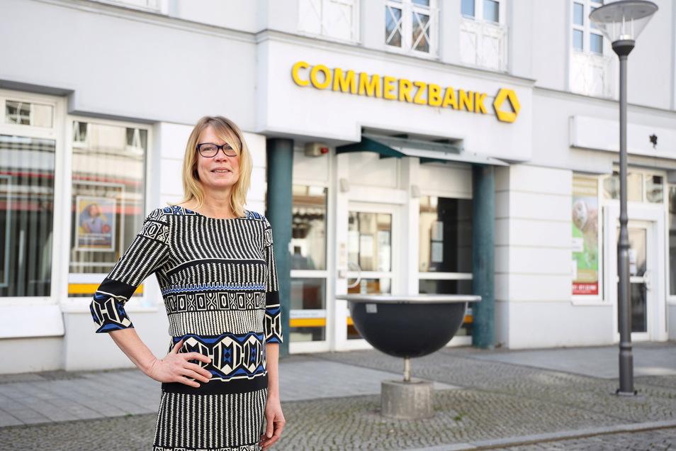 Anja Vogler leitet die Commerzbank-Filialen im Kreis Meißen - auch die an der Riesaer Hauptstraße (Foto).