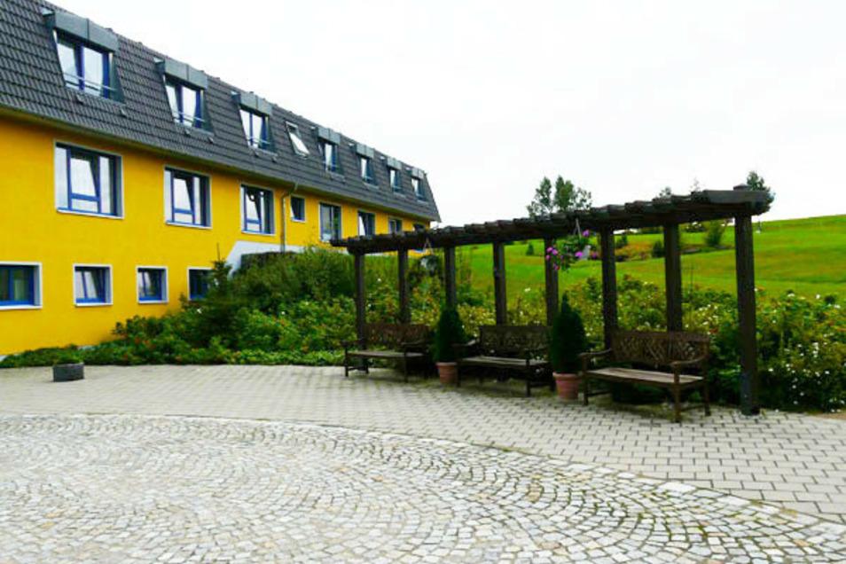 Idyllisch am Ortsrand gelegen und doch mitten im Leben: Das Haus Sonne am Schloßpark in Schönfeld ist ein wunderbarer Ort zum Leben und zum Arbeiten.