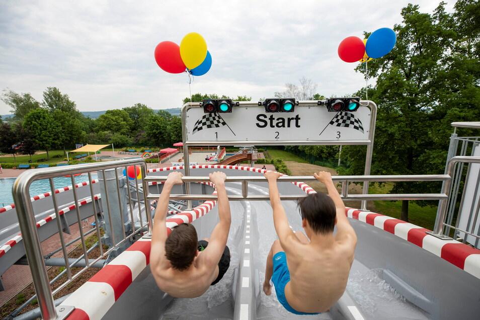 Wer seit Freitag ins Heidenauer Bad kommt, kommt auch wegen der neuen Rutsche.