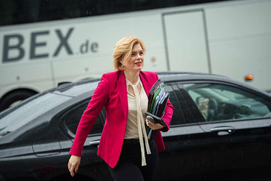 Der Dienstwagen von Julia Klöckner hat den höchsten CO2-Ausstoß in der Ministerriege.