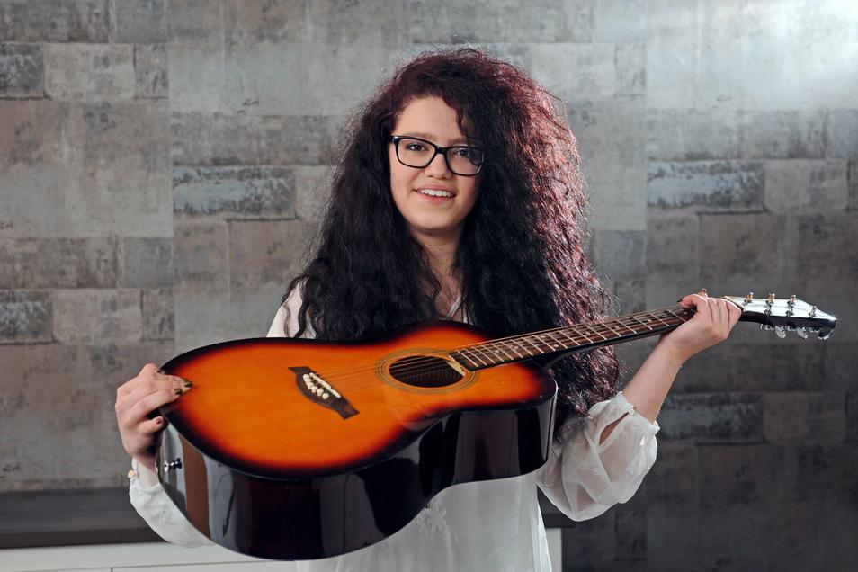 Sängerin und Musikerin JeLa - so lautet der Künstlername von Lena-Loreen Kürschner.