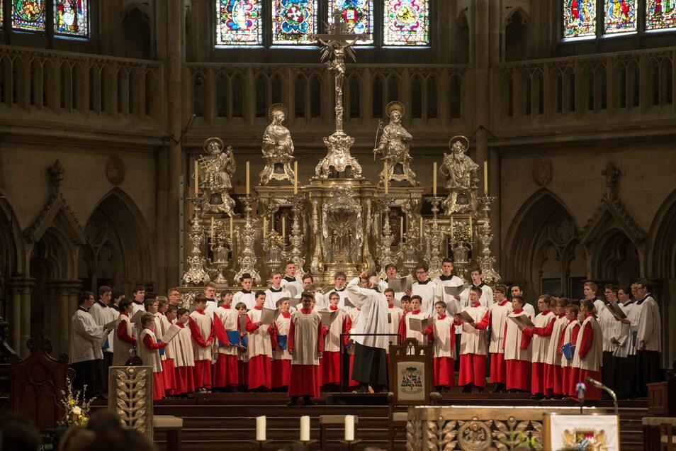 Die Regensburger Domspatzen singen im Dom St. Peter.