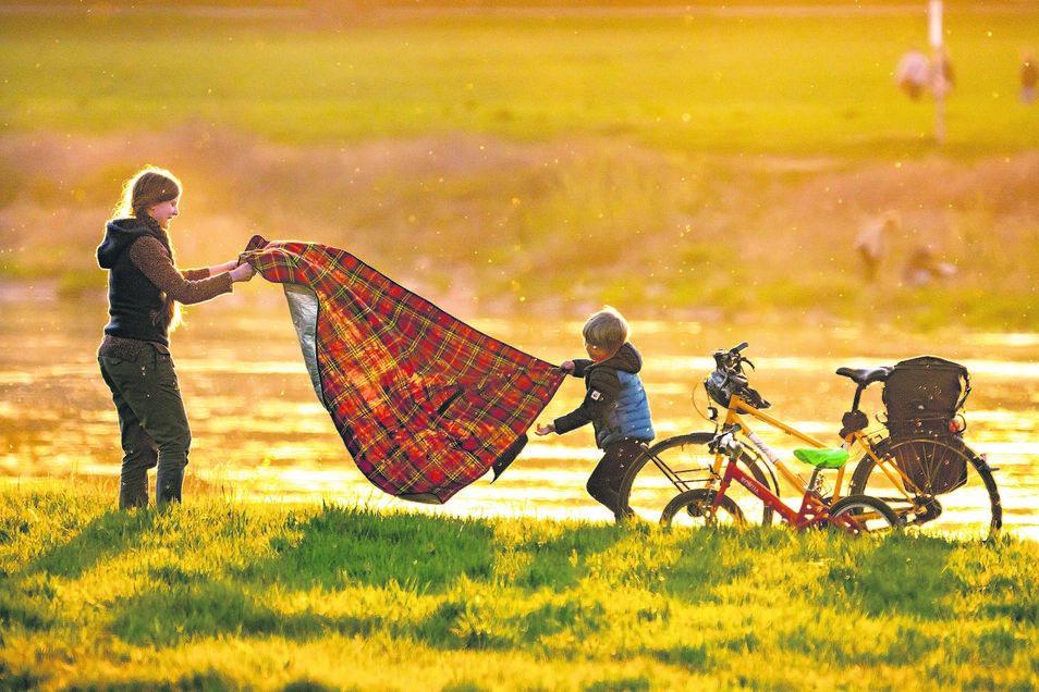 Zum großen Picknick zu halten, ist gar nicht nötig. Ausreichend zu trinken, sollte man bei einer Radtour allerdings dabei haben.