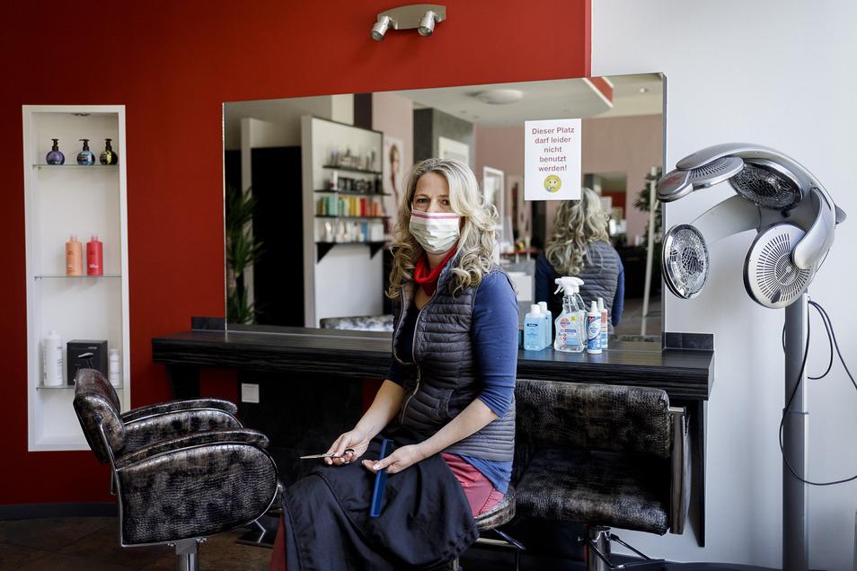 Die meisten Friseursalons vergeben Termine jetzt telefonisch, einige auch über ihre Facebook-Seiten oder E-Mail. Bei Jana Binner in Görlitz ist es das Telefon, das nicht mehr stillsteht.