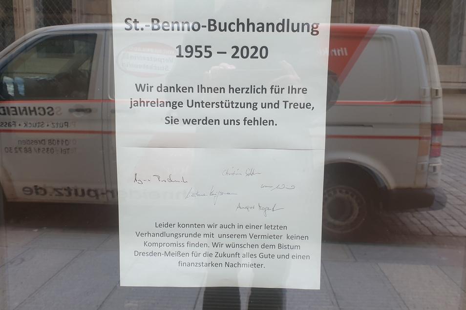 """""""Alles Gute und einen finanzstarken Nachmieter"""" wünschen die Chefin und ihre Mitarbeiter dem Bistum Dresden-Meißen für den Eckladen an der Königstraße."""