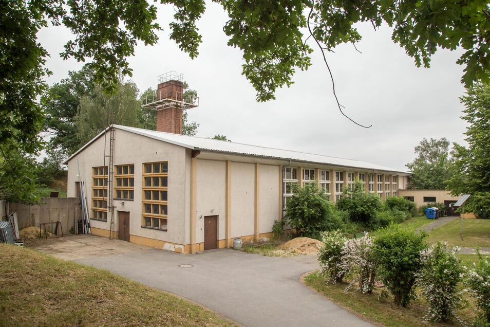 In der Turnhalle hinter der Grundschule in Zodel sollten die Arbeiten schon längst begonnen haben. Aber eine Unterschrift fehlt in den Bauunterlagen.